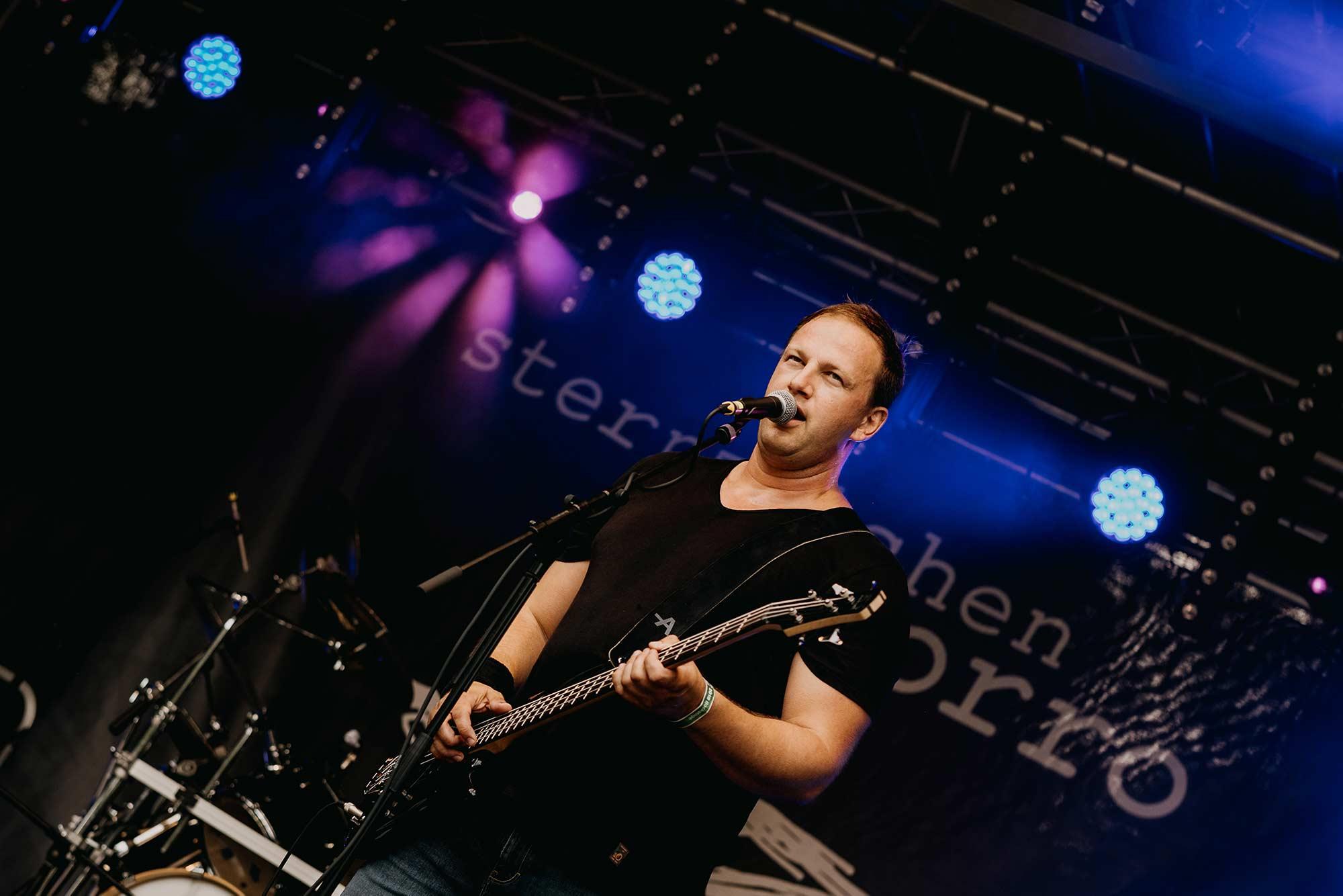 Sternzeichen Zorro - Torben, Gesang & Bass (Foto Jens Hohmuth)